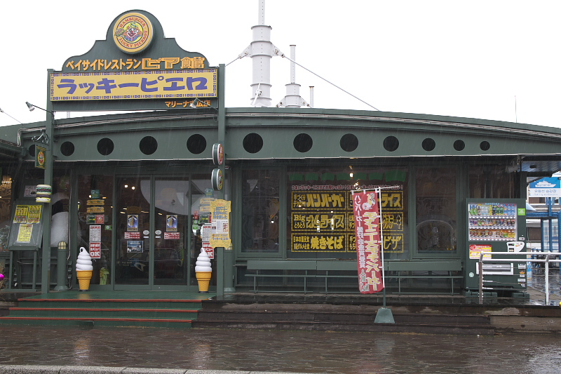 函館で人気の観光地であるベイエリアに位置している店舗。1号店から徒歩2分という立地なのではしごをして雰囲気の違いを楽しむのもいいだろう