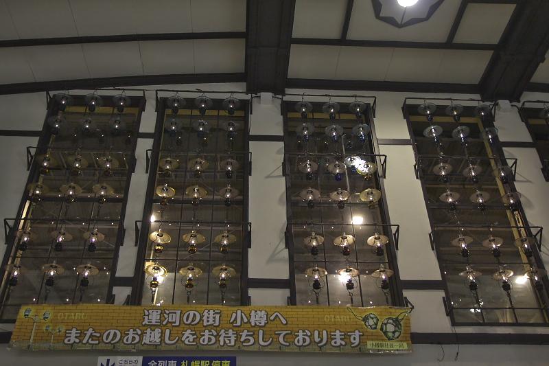 小樽駅をやわらかに照らすランプの明かり