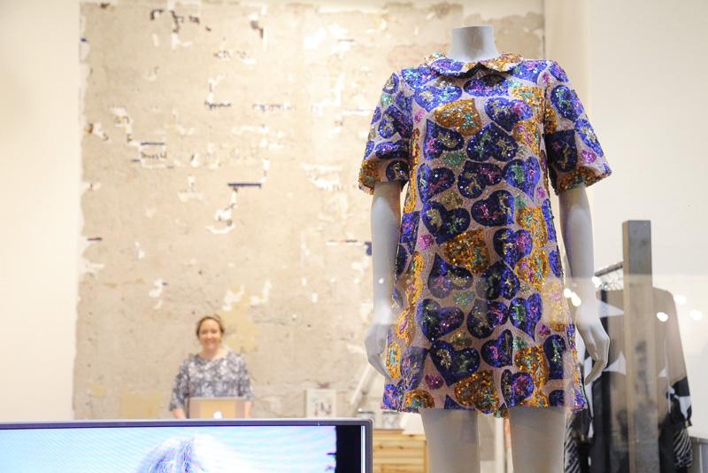 イヴァナ・ヘルシンキは北欧を代表するフィンランドの女性向けブランドでショップは一見こじんまりとしたショップですが地下のフロアにもスペーシがあり商品は充実していました