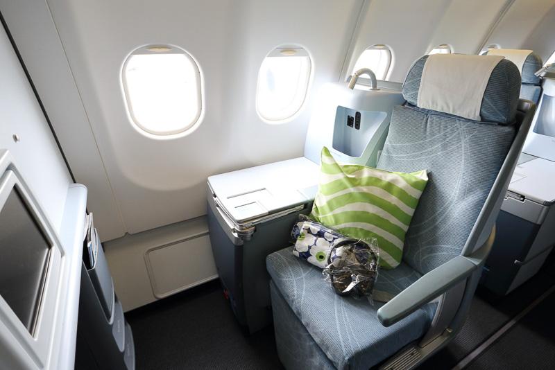 機内でまず初めに目にするマリメッコのデザイン