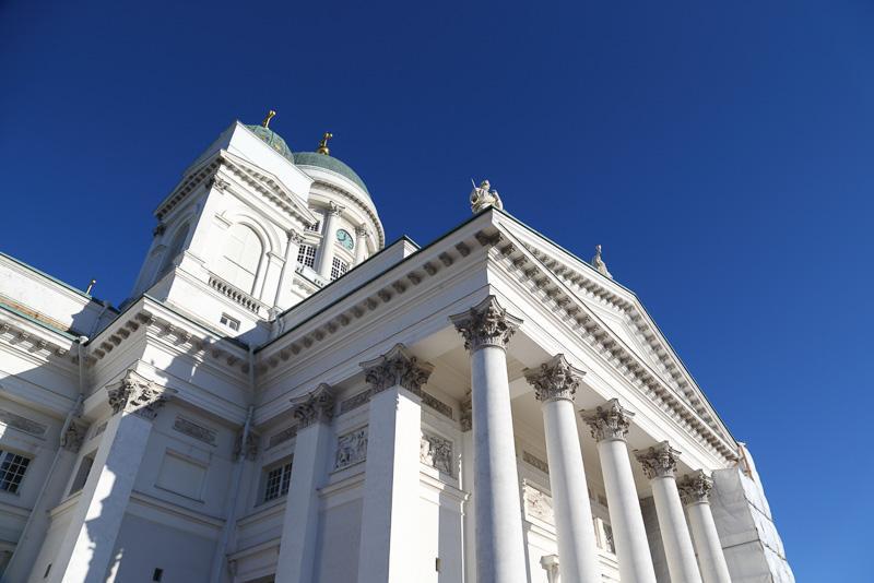 ヘルシンキ大聖堂。礼拝の時間などを除けば無料で入場できます