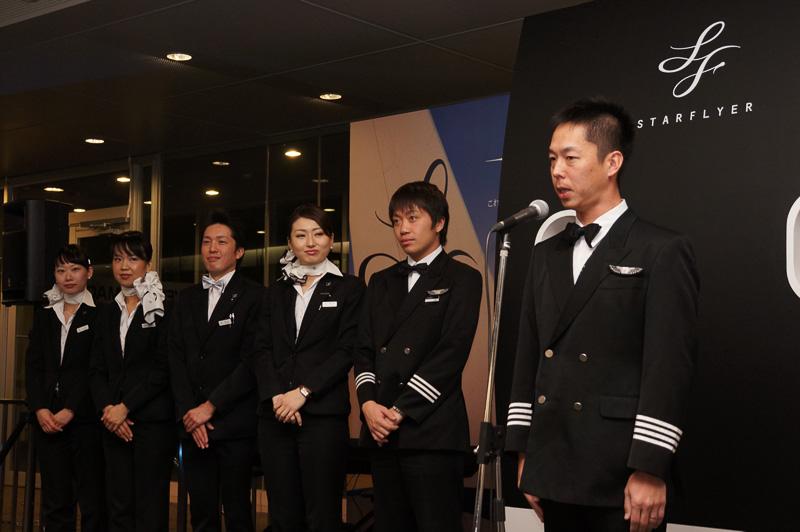 出発セレモニーでは「Sunrise Flight 2016」を担当するクルー一同が挨拶した