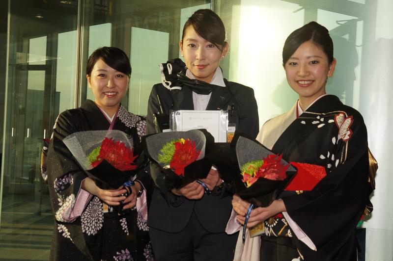 フライト後には花の贈り物を用意して参加者をお見送り