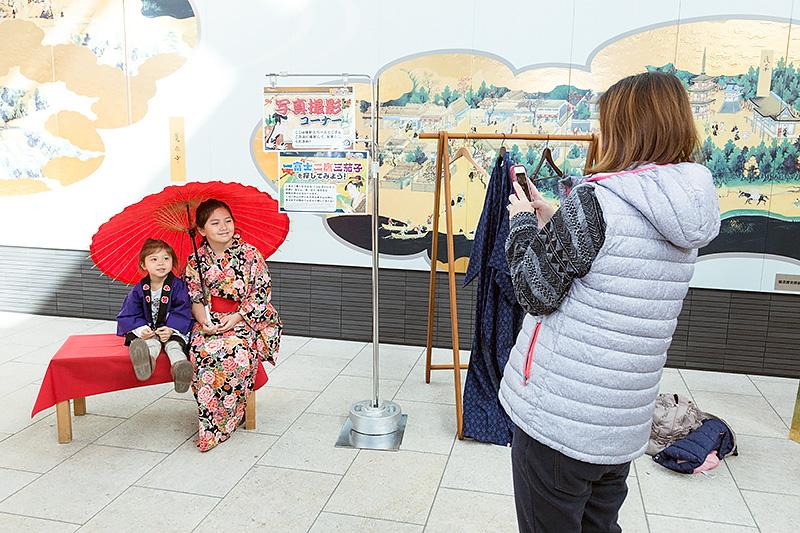 江戸の町人になりきって写真を撮ることができるコーナーがあったりも