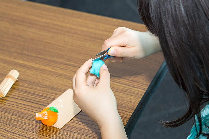 江戸時代に縁日などで作られていた「しんこ細工」。カメとみかんの製作が体験できる
