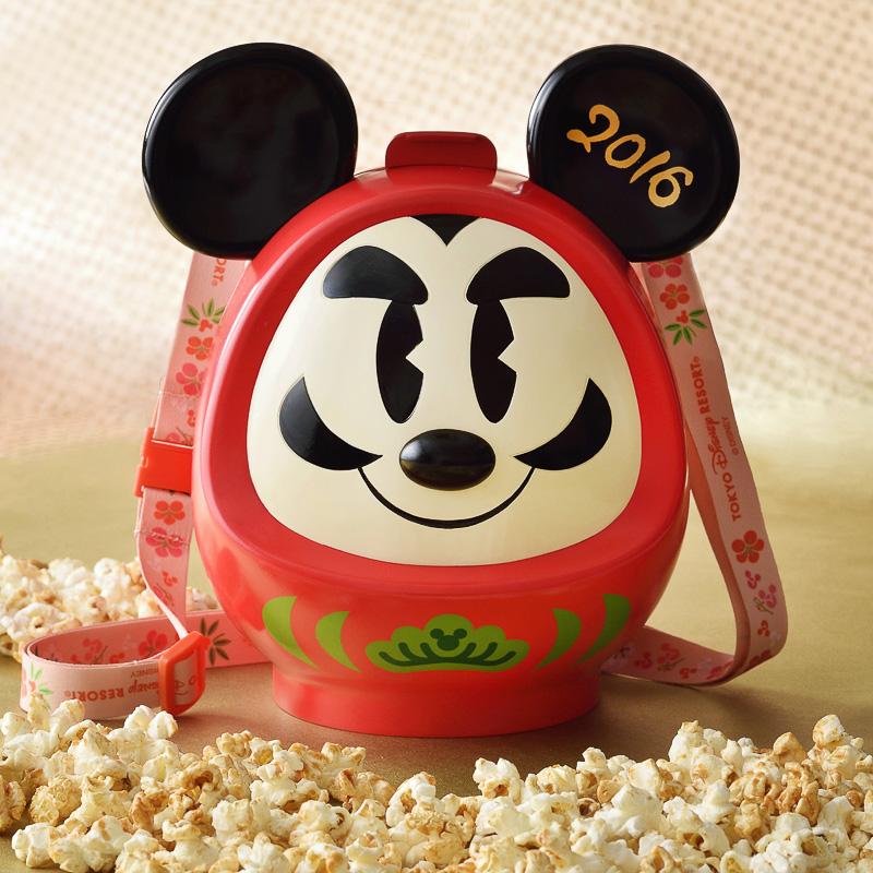 コロンとしただるまモチーフのミッキーマウスのボップコーンバケット。「ポップコーン、バケット付き」(1800円)、写真提供:オリエンタルランド