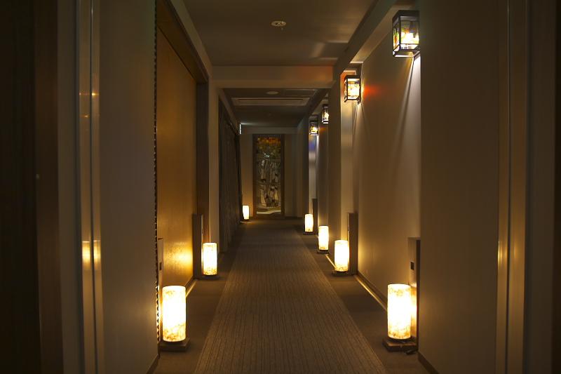 館内もシックなデザインで落ち着ける空間