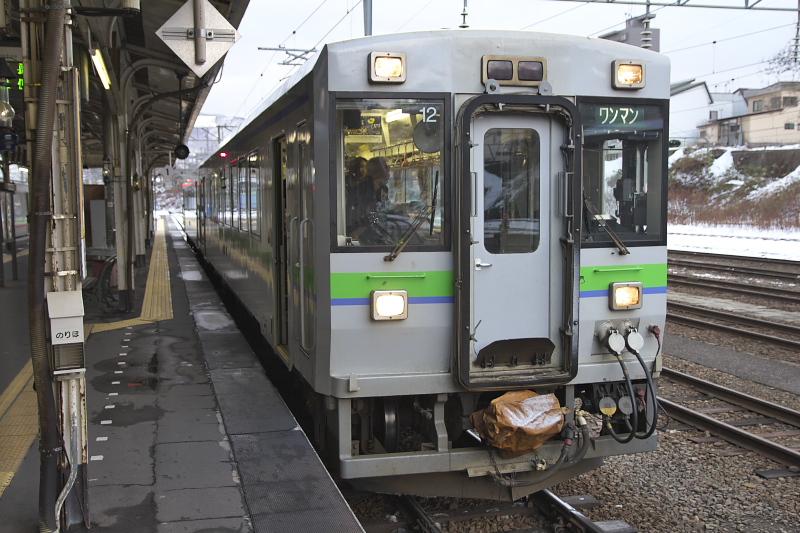 小樽駅からは函館本線のキハ150形気動車に乗車