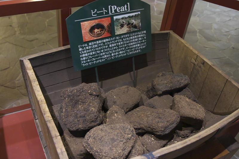 ウイスキー博物館ではウイスキーの製造法や竹鶴政孝の生涯などが展示されている