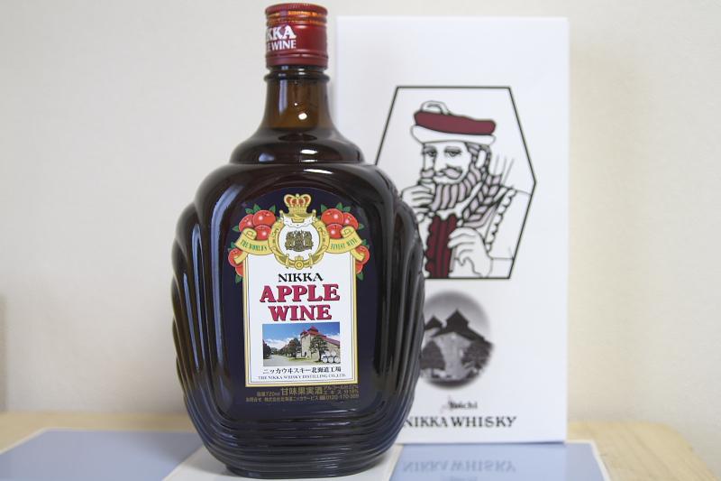 ディステラリーショップ ノースランドでは蒸留所限定の商品も取り扱う。写真は蒸留所限定ラベルのアップルワイン(947円)