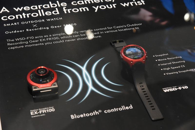 デジタルカメラEX-FR100とは、Bluetoothで接続する。WSD-F10はBluetooth 4.1(Low Energy対応)搭載