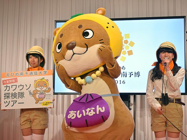 歌って、踊って、耕すアイドル「愛の葉ガールズ」の紙崎聖さん(右)、橋川美紀さん(左)