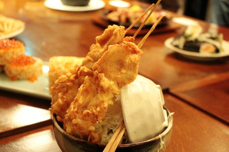 鳥元の「ウルトラ鶏天丼」(1000円)