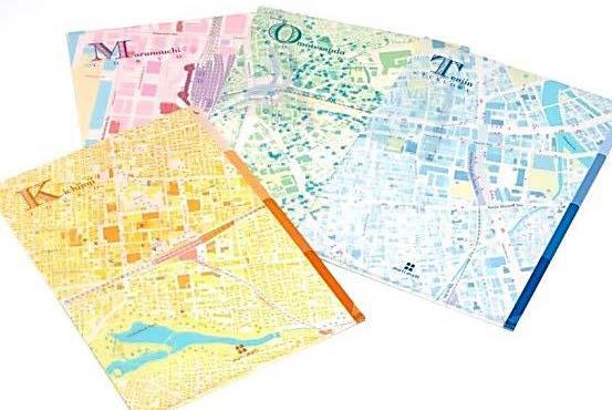 街が重なるクリアファイル「3 LAYER mati FILE」、異なるデザインの4枚のシートが重なると1枚の地図が完成。380円
