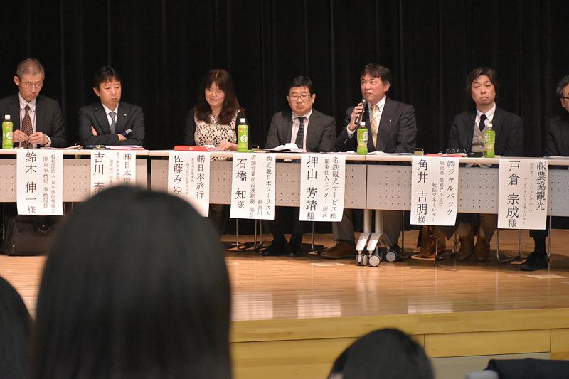 名鉄観光サービスの押山芳靖氏は、「昨今、若者の旅行離れが業界でも問題になっている。その理由は?」と、学生へ質問