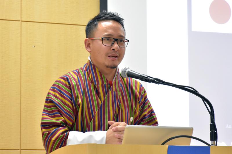 挨拶をするブータン政府観光局マーケティングアンドプロモーション部部長のダムチョ・リンズィン氏