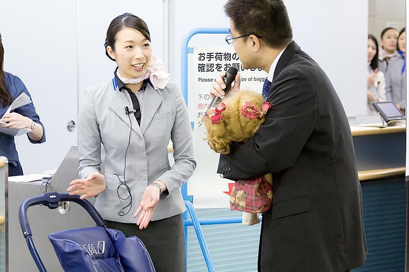 内海亜也子さん(羽田空港)
