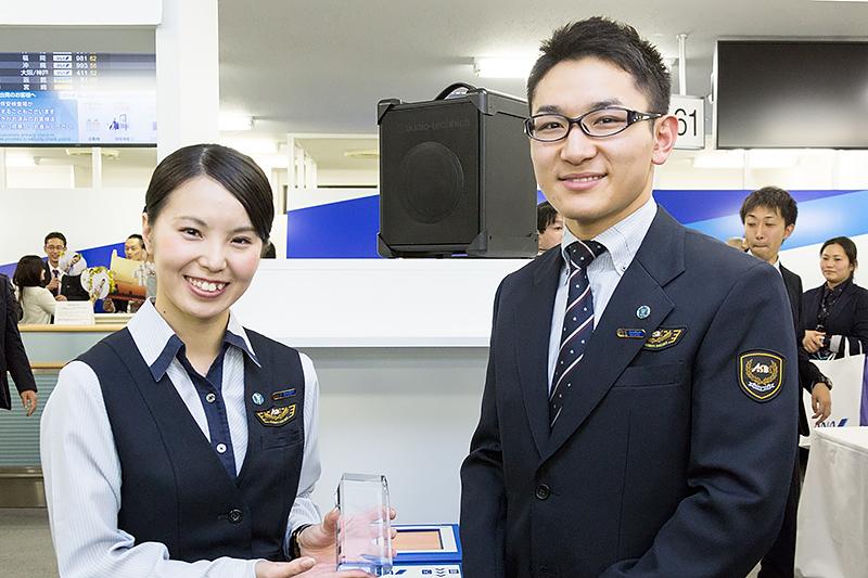 エクセレントセキュリティ賞は成田空港の大里幸樹さんと野田紗由莉さん