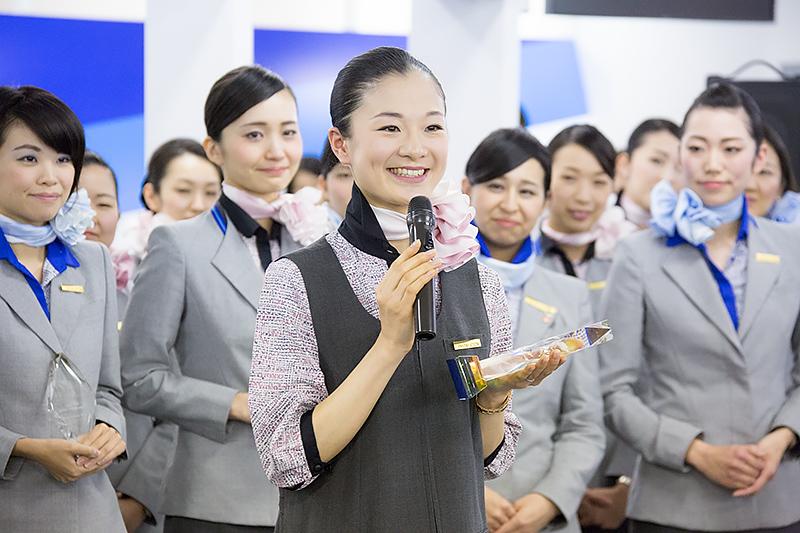 喜びの声を笑顔で語るグランプリの長田恵未さん