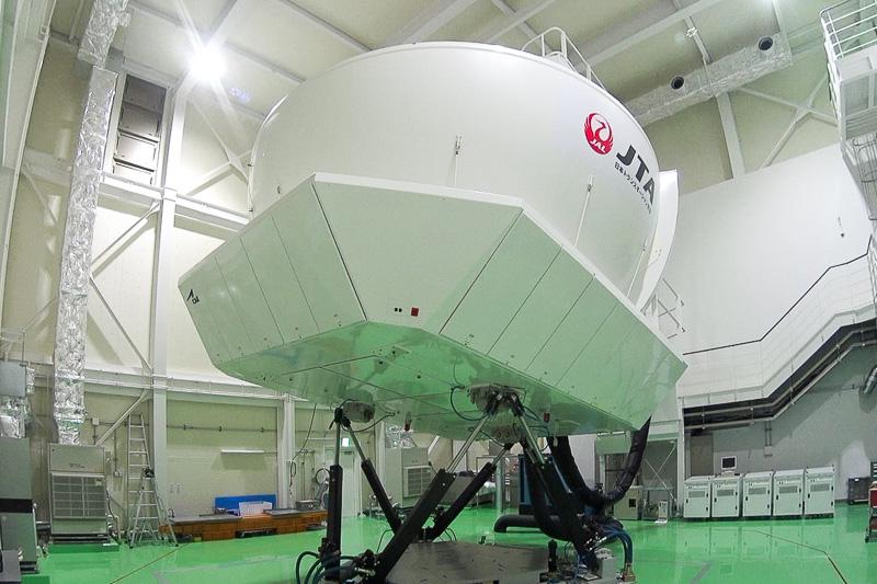 ジャルパックが販売している、日本トランスオーシャン航空が所有するボーイング 737-400型機のフライトシミュレータを操縦できるオプショナルツアーを体験した