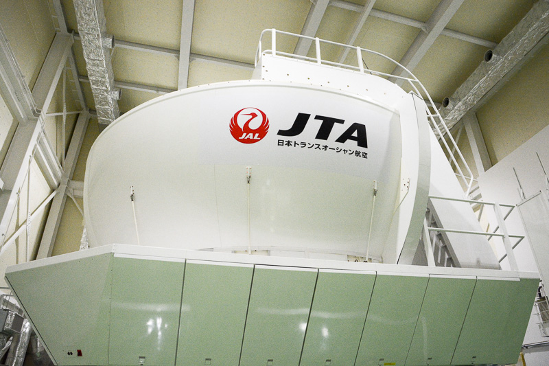 JTAのボーイング 737-400型機のフルフライトシミュレータ
