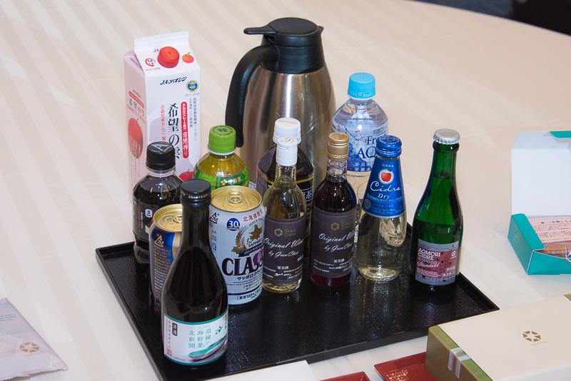 アルコールは、「サッポロクラシック」や「アオモリシードル」など北海道や東北に縁のあるものを提供。(金滴 純米吟醸は、実際の提供では180mlボトルとなる)