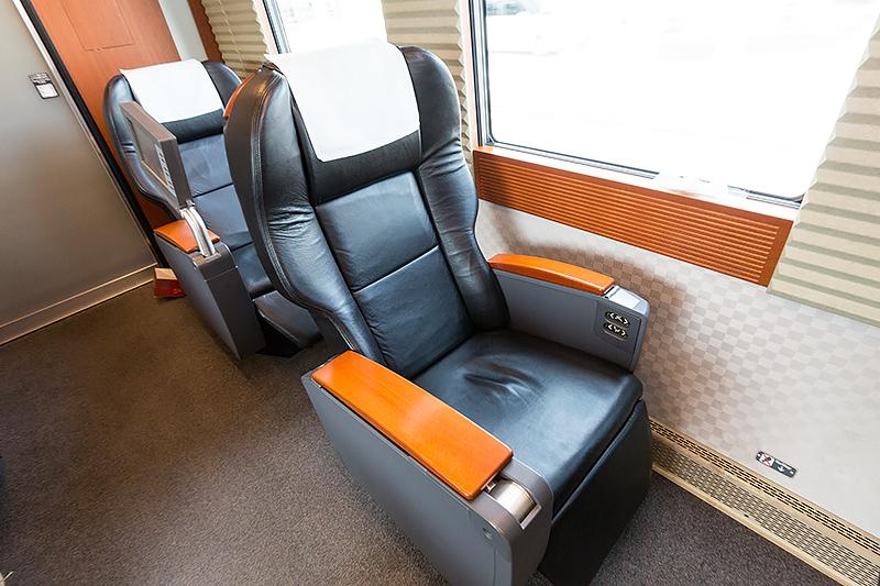 3号車のみ革張りのVIPシートになる。ただし9席しかない