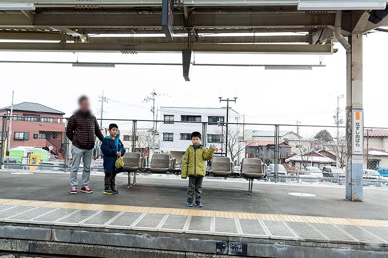 那須塩原駅に到着。ホームには多くのファンの姿が