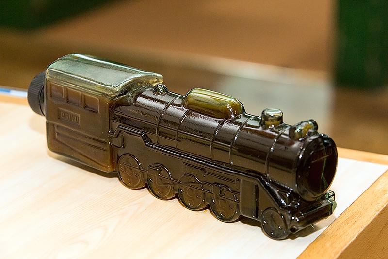 タレが入った容器も蒸気機関車型