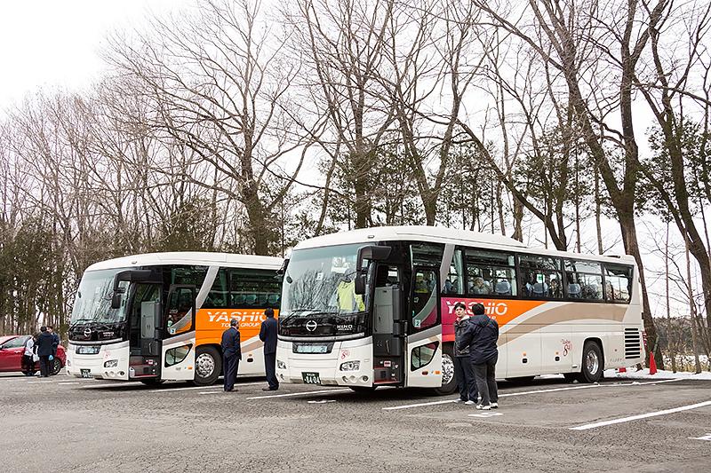 バスは東武グループのやしお観光が運行。車種は日野自動車のセレガ