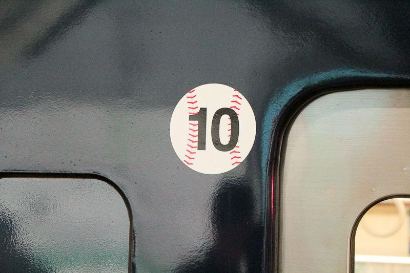 号車番号は野球のボールがモチーフ