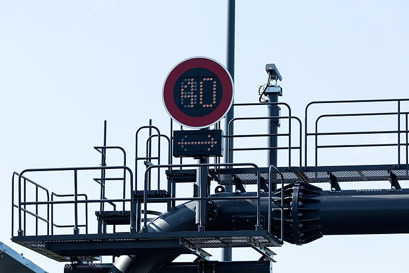 LEDタイプの速度制限標識