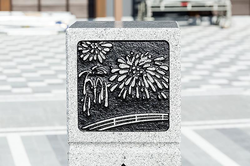 こちらは花火が彫り込まれている。岡崎城下家康公夏まつりの花火をイメージしたものか