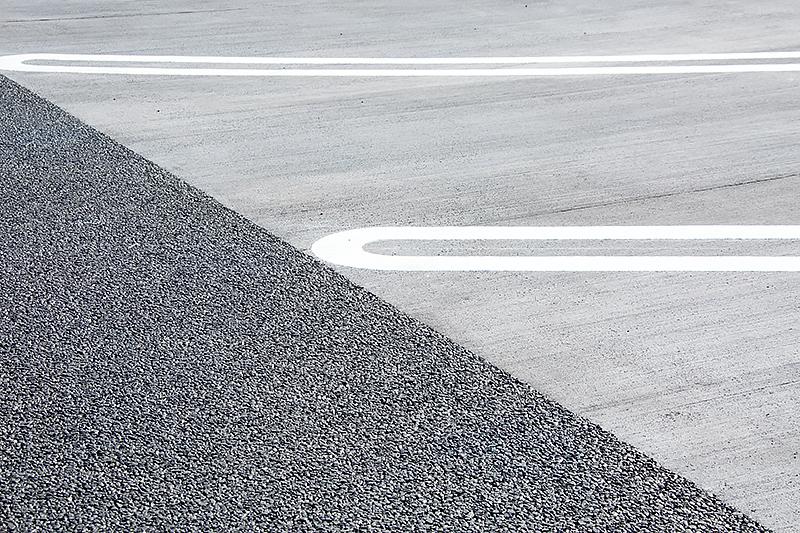 大型車用スペースは路面がコンクリートになる