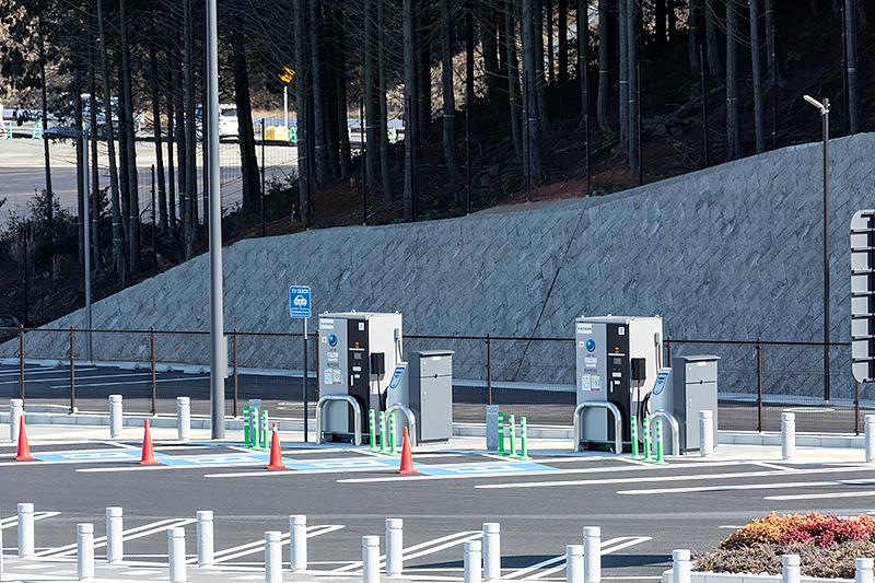 EV用の充電スポットは4台分