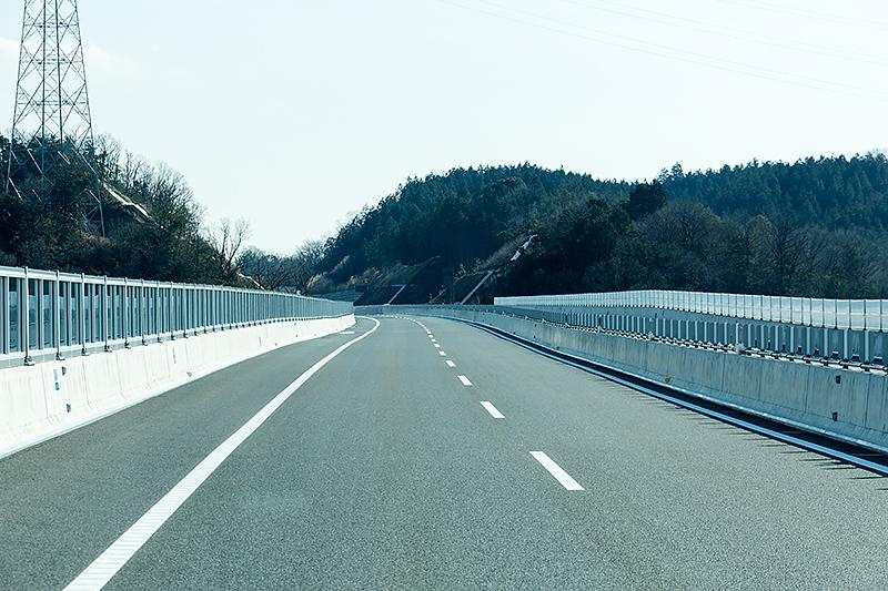 新青木川橋(上り線)。開通区間には橋梁が39本ある