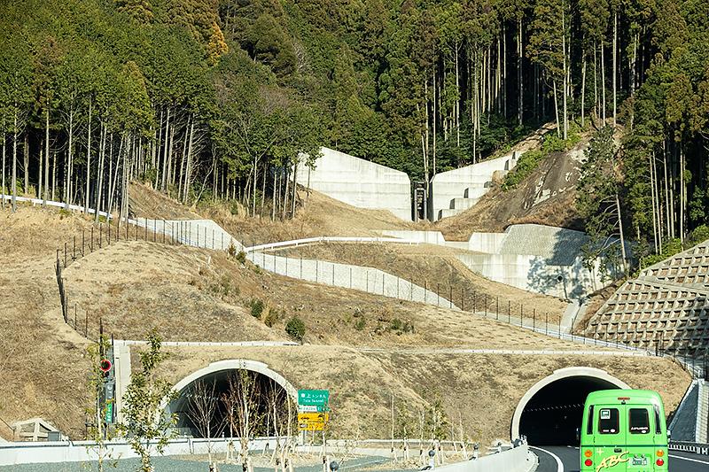 東上トンネル上部には土石流を防止するための砂防ダムが設けられていた