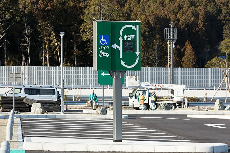 一般車用の駐車スペースは周回できるレイアウト