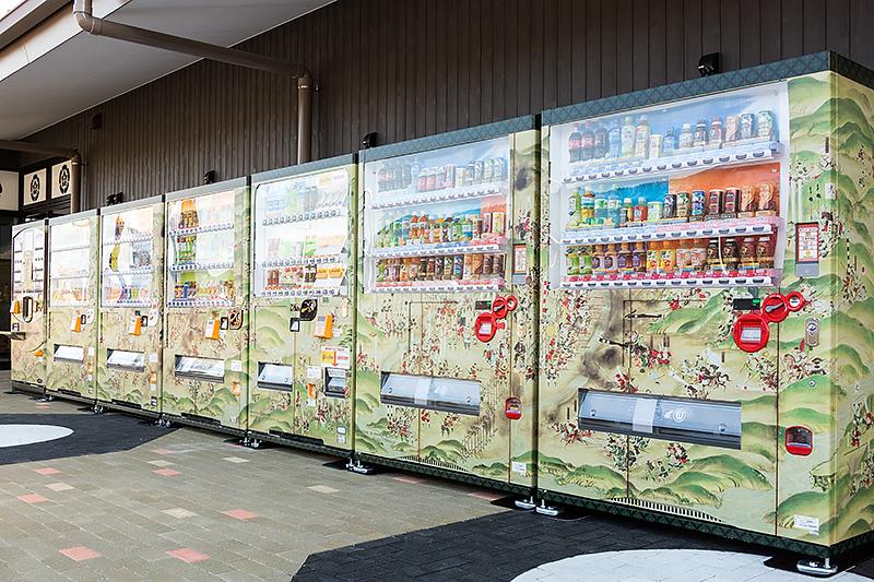 こちらは徳川美術館所蔵の「長篠合戦図屏風」をラッピング