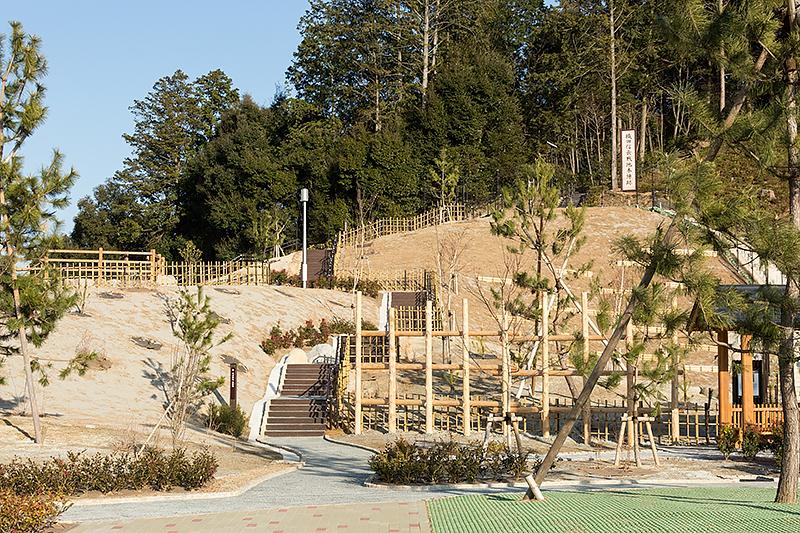 馬防柵などが設置され長篠・設楽原の戦いをイメージしたスペースになっている