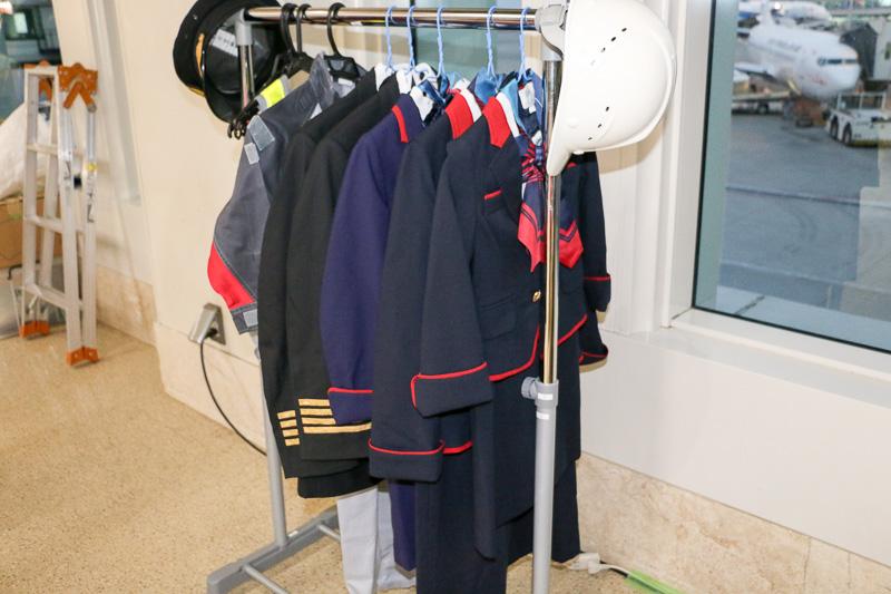 JTAの制服を着ての撮影もOK! 子供用の衣装も用意された