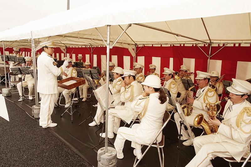 パレード音楽は愛知県警察音楽隊が演奏する