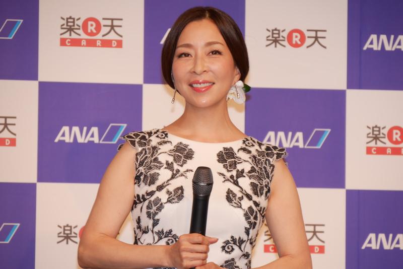 記者会見には女優も真矢ミキさんも登場。普段から楽天カードや楽天Edyを使ったり、ANAのマイルを貯めているそうで、「楽天ANAマイレージクラブカードもすぐに申し込んで使いたいです」と語った