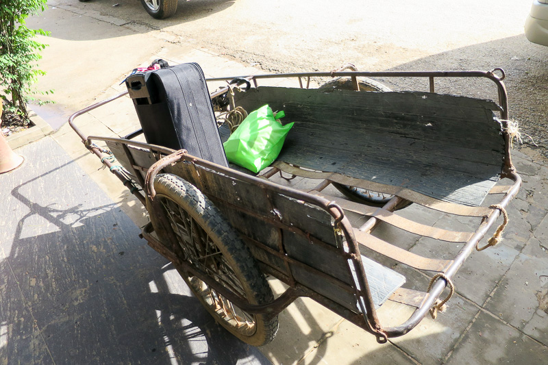 カバンだけこれに乗せて運びます。治安がよい証拠?