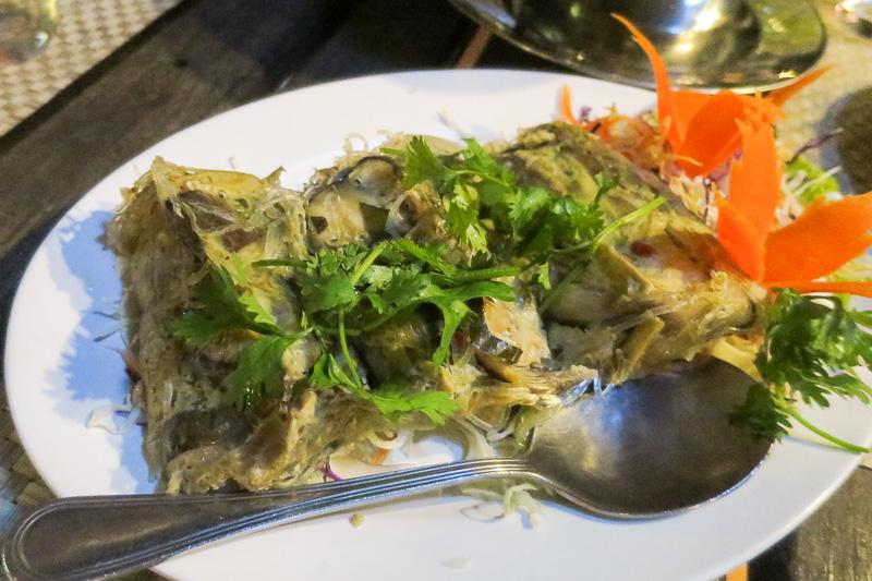 バナナの葉に包んで蒸したモッパに魚をじっくり揚げたパナントルコップ