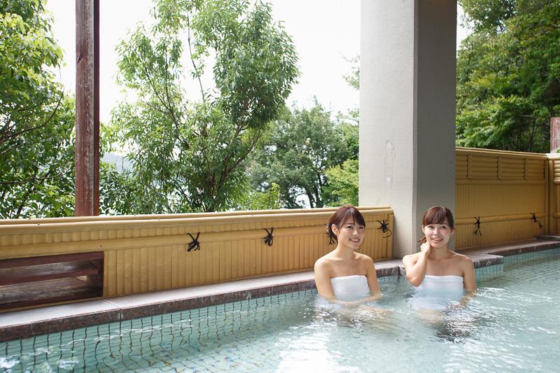 大浴場では天然自家源泉の温泉を楽しめる