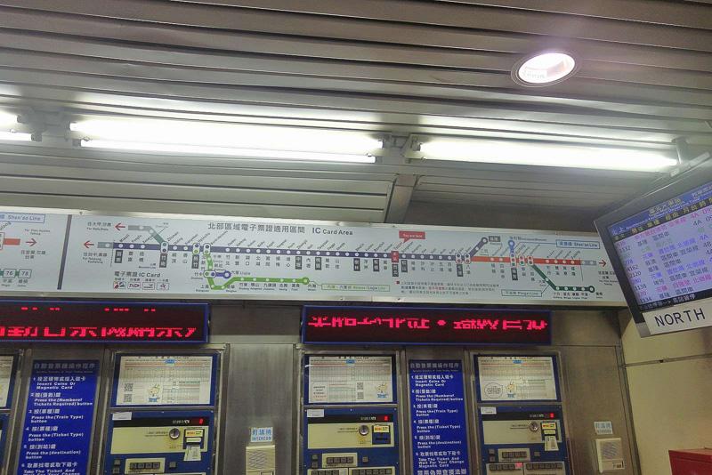 台北駅1階切符売り場は混雑していることが多々ありますが、地下鉄駅や新幹線改札口からも近い地下フロアの窓口は空いていてオススメ