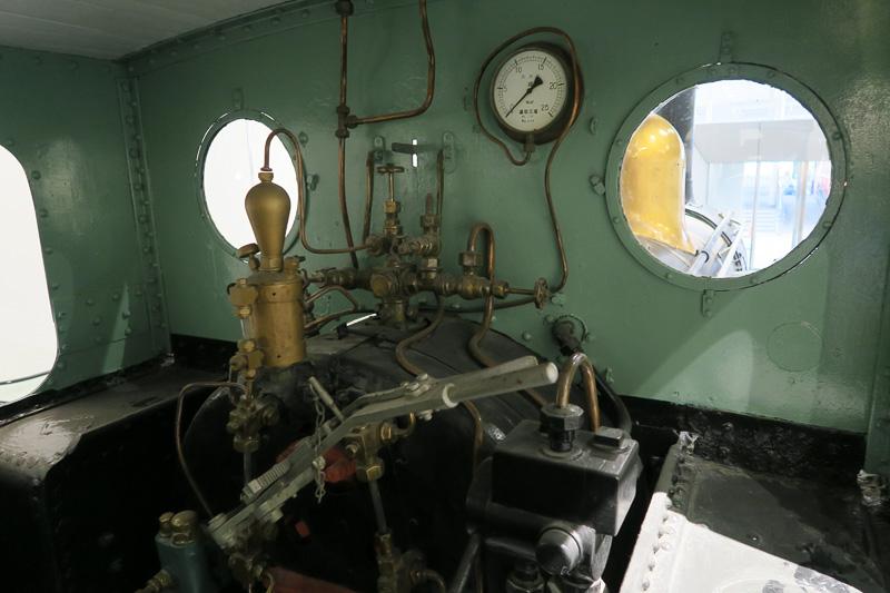 230形233号機関車の運転台