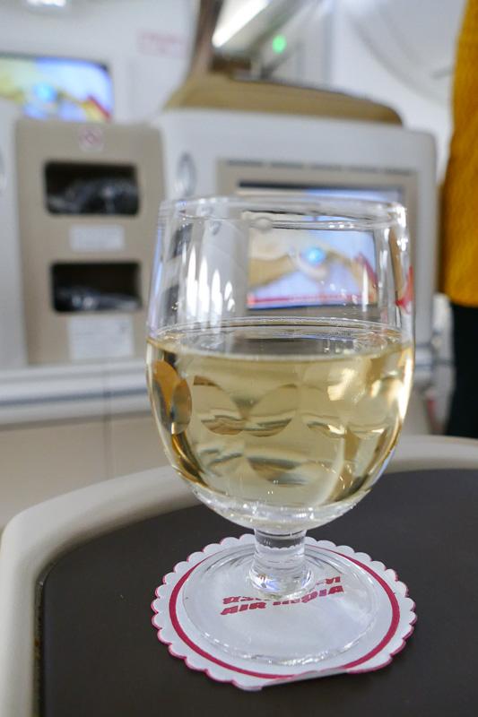 シャンパンサービスは搭乗してすぐ
