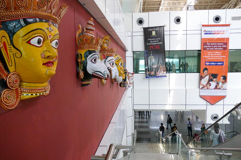 ブバネシュワールの空港には、オリッサの美術作品が